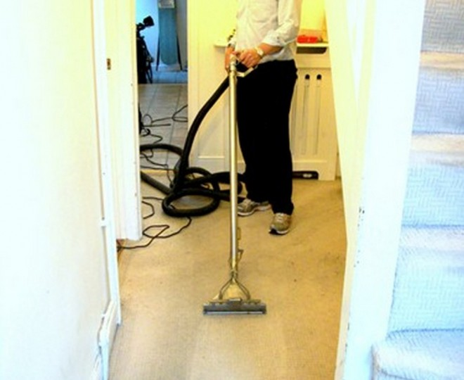 Cleaning a dirty hallway carpet